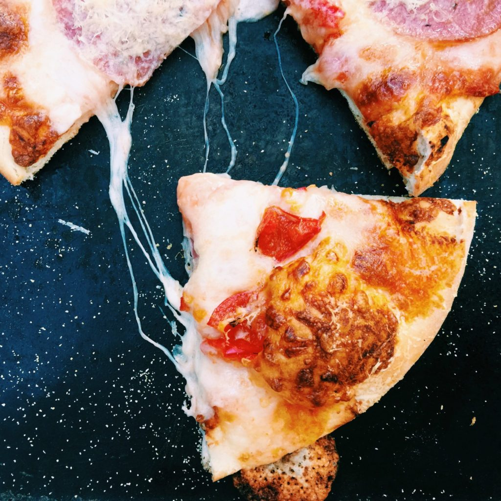 beer crust pizza | Recipe via DisplacedHousewife