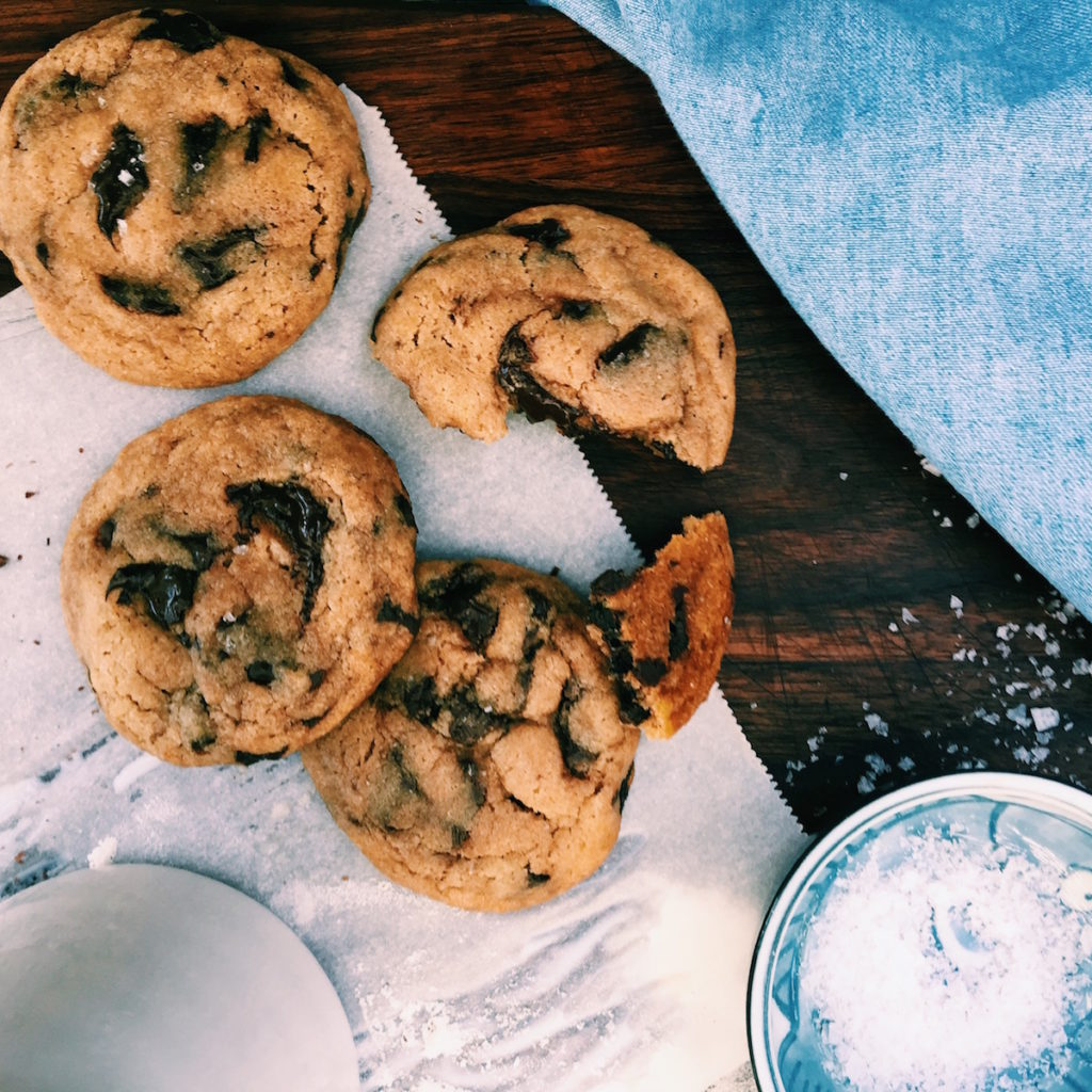 fricken delicious giant chocolate chip cookies | DisplacedHousewife