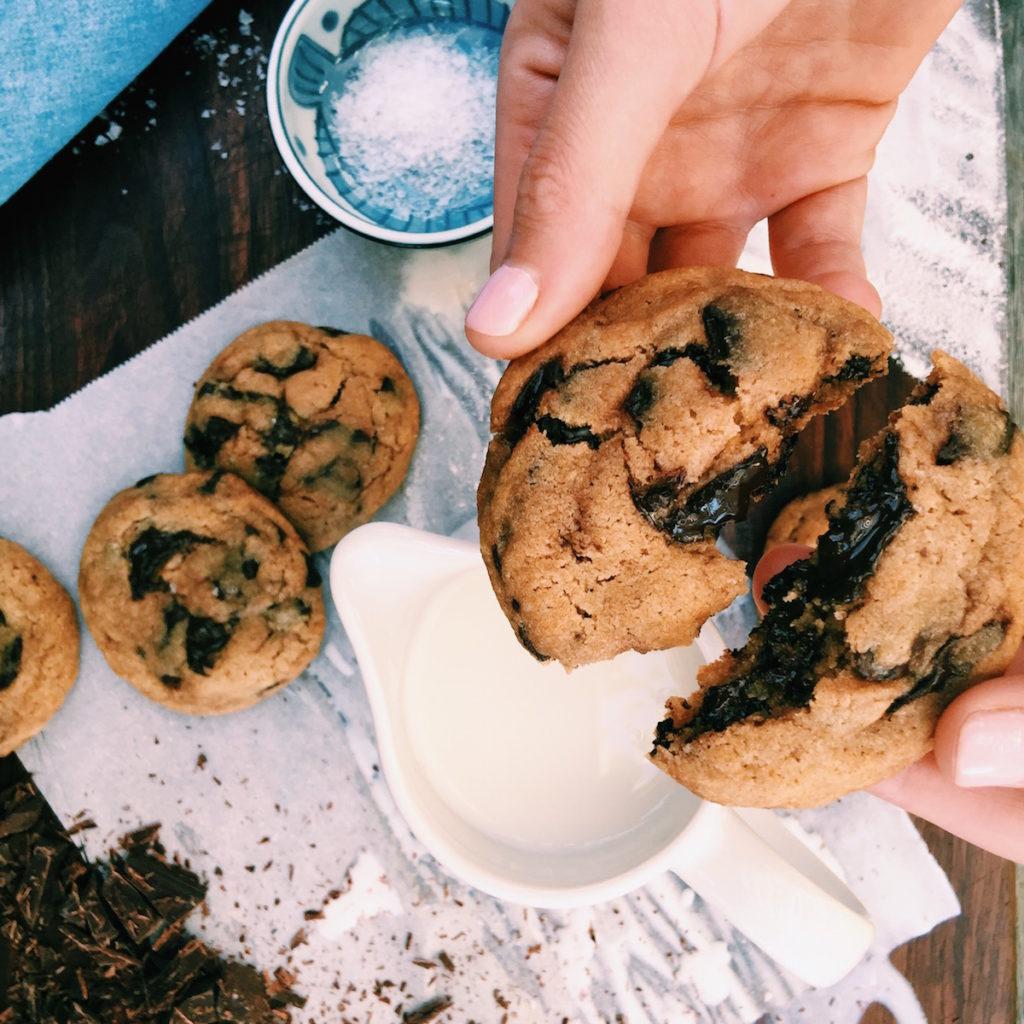 fricken delish giant chocolate chip cookies | DisplacedHousewife