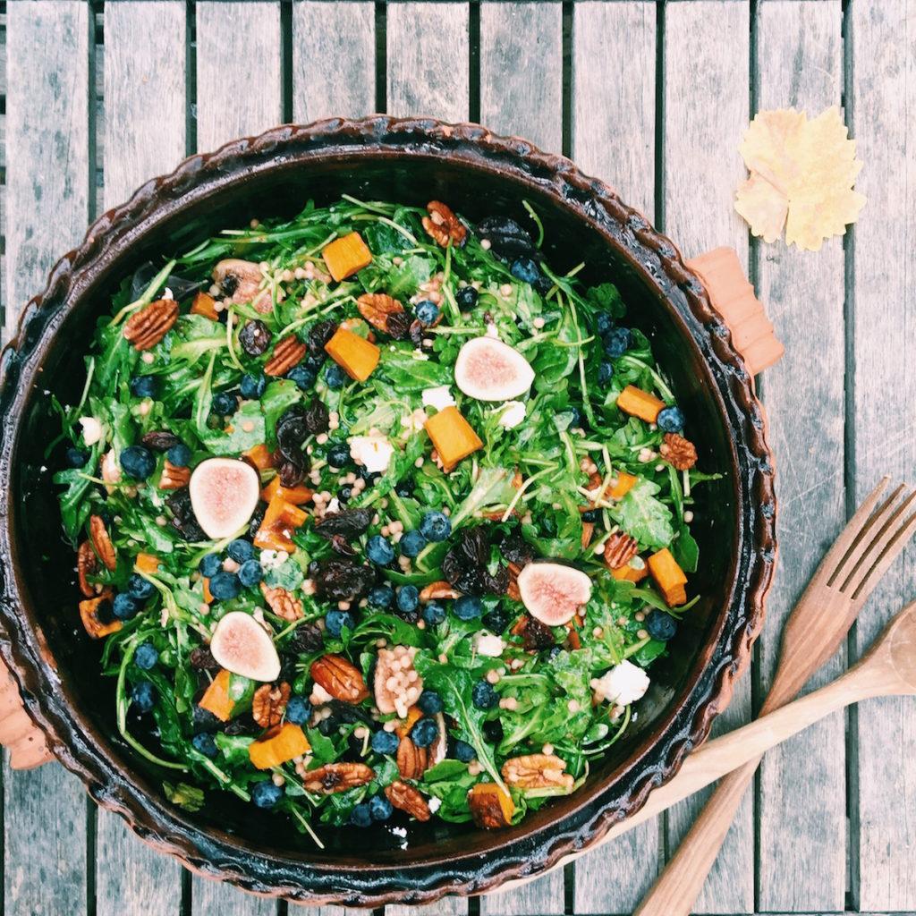 fresh fig, roasted pecan, goat cheese arugula salad | DisplacedHousewife