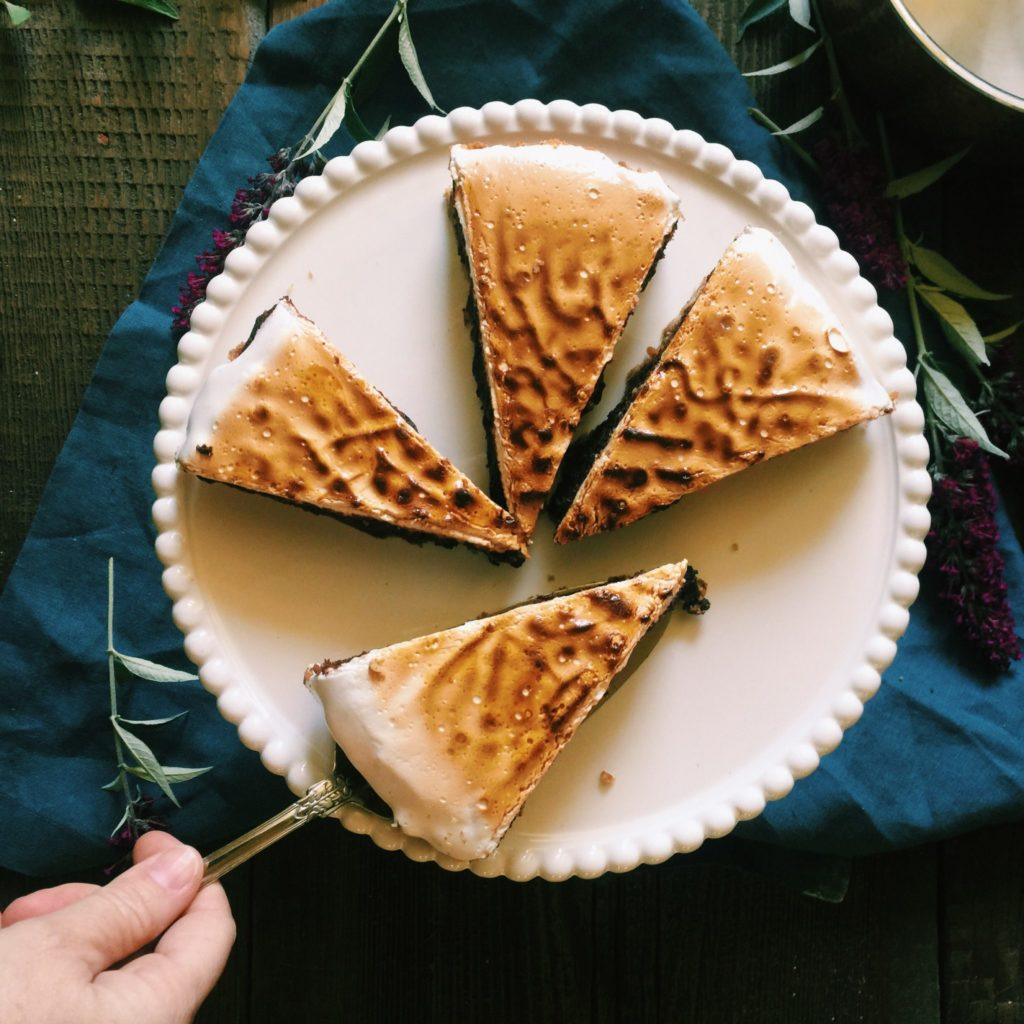 | s'more brownie tart with pecan-graham crust | recipe via DisplacedHousewife