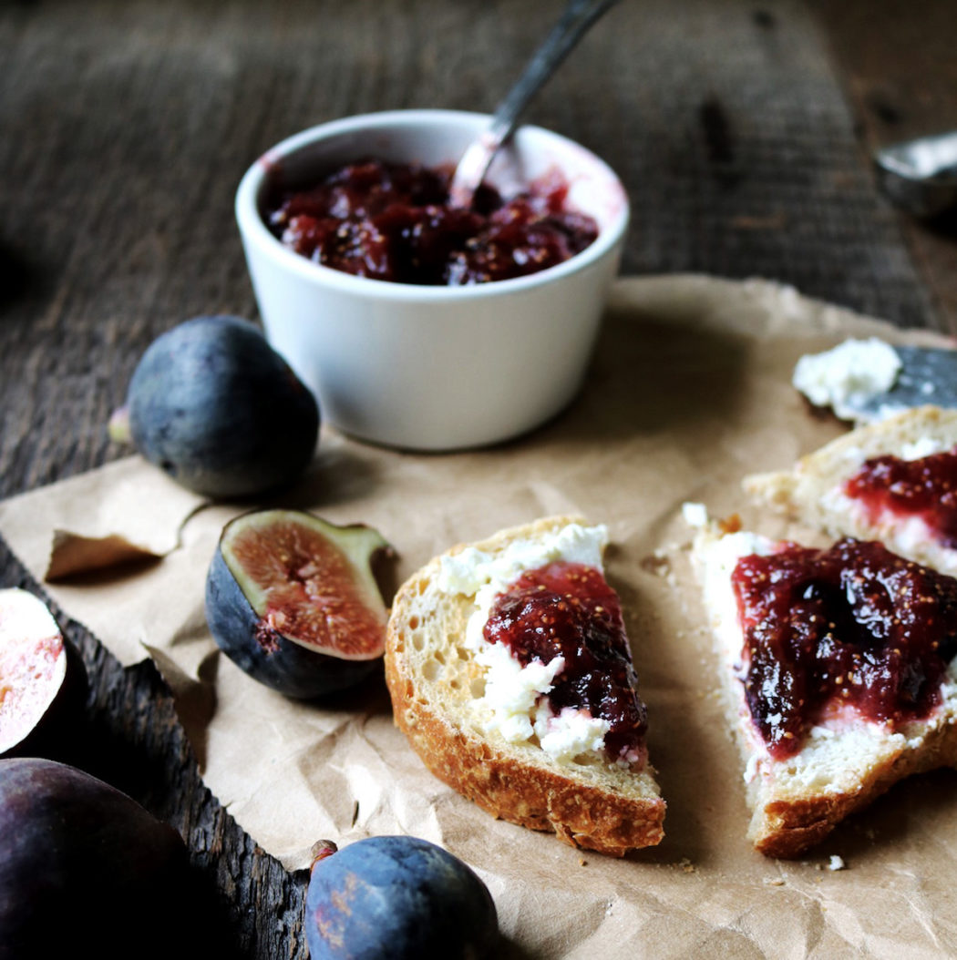 We prepare a jam plum: with bones and without