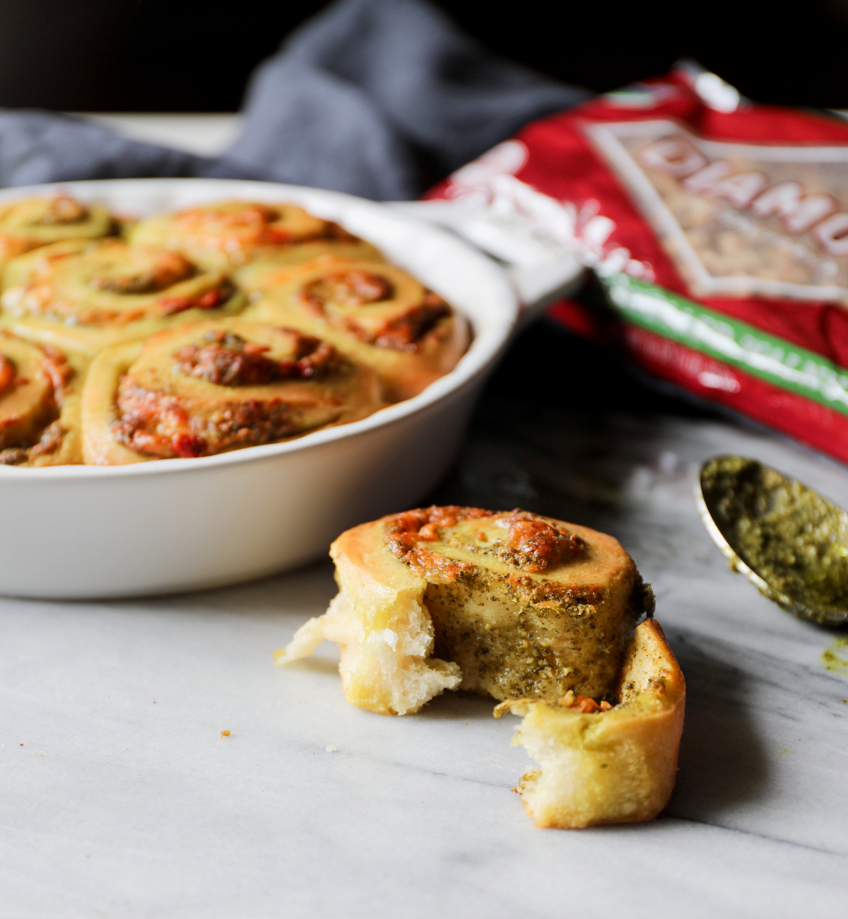 Pesto + Roasted Red Pepper Beer Buns | DisplacedHousewife